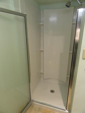 Roseburg, OR: Bathroom with Walk-inn shower