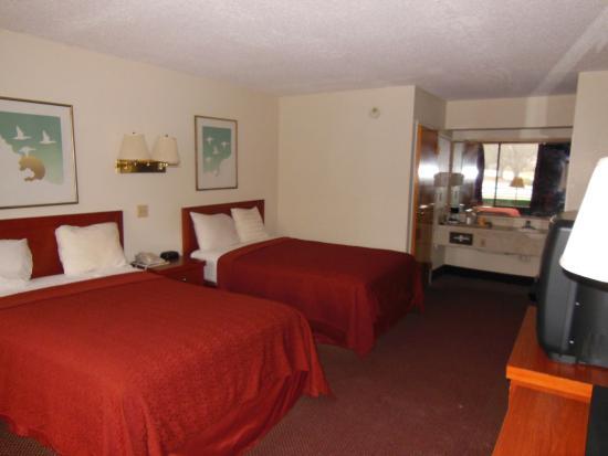 South Boston, VA: Room