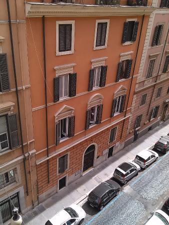 Hotel Montecarlo: Quiet neighborhood, pharmacy, restaurant and small market across the street