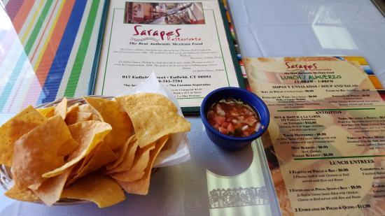 Sarapes Restaurant: Chips & Salsa