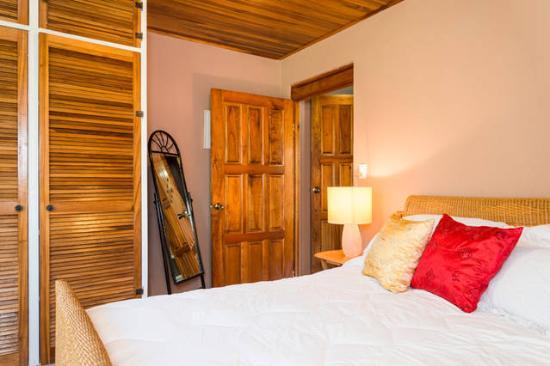 Grecia, Costa Rica: El Nido Queen Size Bed