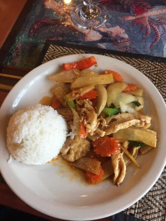 Bua Thai Restaurant: Luncheon special Spicy Bamboo with Chicken and white rice: delicious!