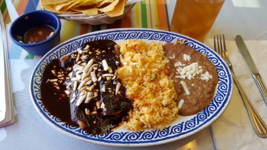 Sarapes Restaurant: Enmoladas de Pollo Queso