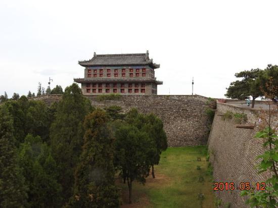 Qinhuangdao, China: 天下第一關甕城