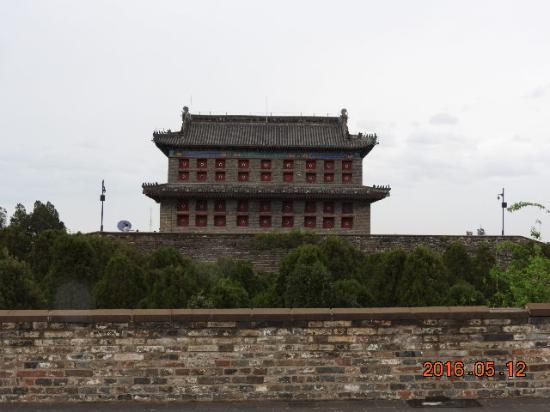 Qinhuangdao, China: 天下第一關背面