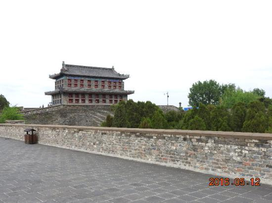 Qinhuangdao, China: 天下第一關城牆