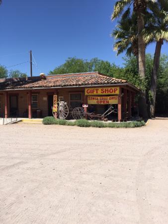 Tumacacori, AZ: Very quaint building