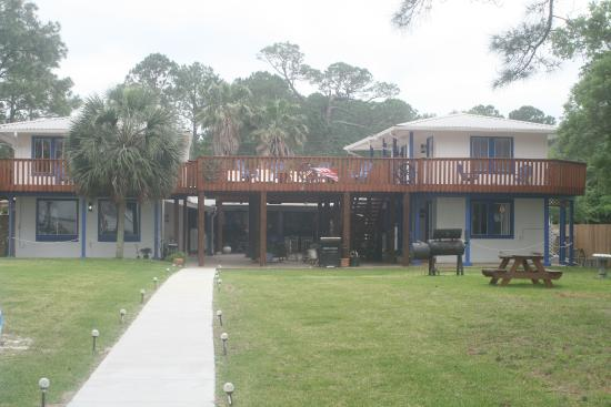 Dauphin Island Harbor House: Back side of the Harbor House Bed and Breakfast