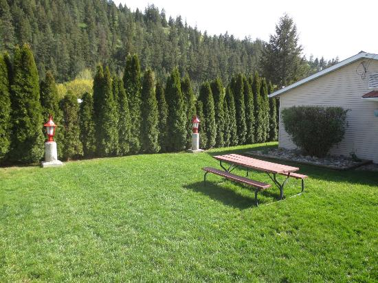 Chase, Kanada: Court Yard - nice area for a picnic
