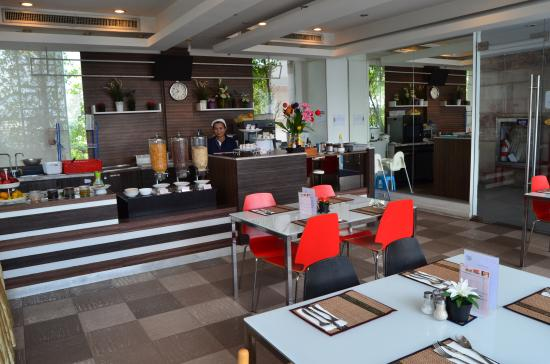 GM Suites: RESTAURANT STAFFS