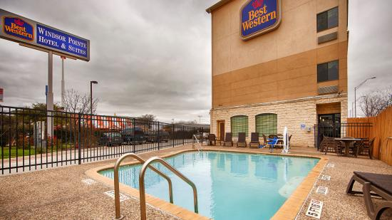 Best Western Windsor Pointe Hotel & Suites-At&T Center : Pool