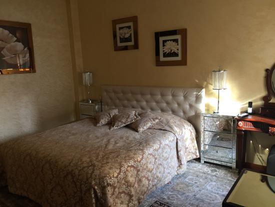 Old City Boutique Hotel: Отель понравился. Две большие комнаты, терраса, камин, 2 ванной комнаты. Есть всё... что нужно д