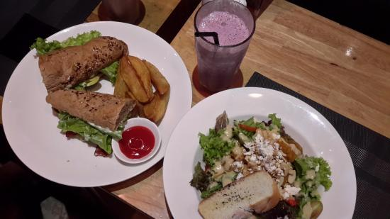 Grocer & Grind Jimbaran: Roasted Pumkin Salad, Sub Deluxe (BLT with camembert) & Berry Smoothie