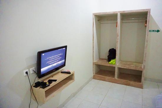 Cityzen Renon: Flat screen TV dan lemari CityZen Hotel