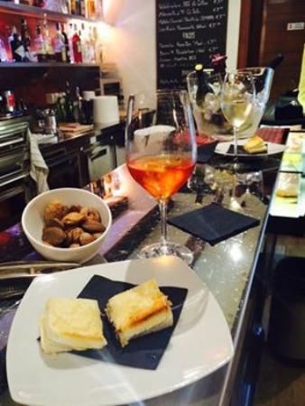 Abano Terme, Italia: cicchetti e vino scelto veramante buoni
