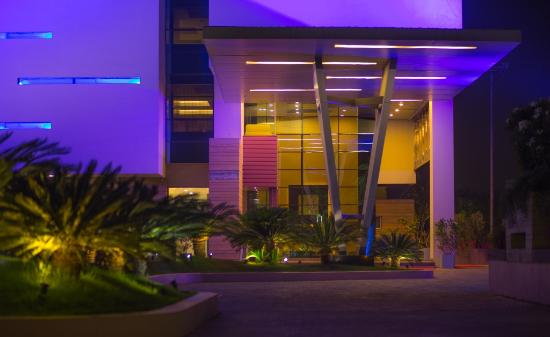 Hotel Waterlily : Car Poarch