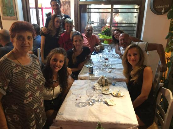 grueso lluvia Pulido  Our family and Nikos' staff - Picture of Nikos Taverna, Naxos Town -  Tripadvisor