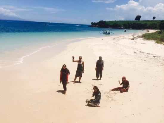 Desa Sekotong Barat, Indonesia: pink beach with my friend