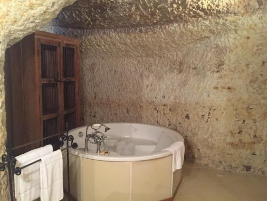 belle chambre troglodyte avec salle de bain magnifique parfait pour se retrouver en amoureux. Black Bedroom Furniture Sets. Home Design Ideas