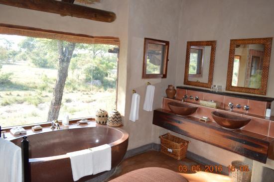Lukimbi Safari Lodge ภาพถ่าย