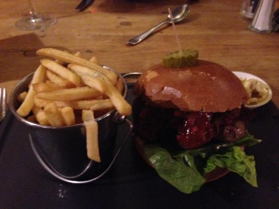 Dog in a Doublet: Veal burger with pulled pork