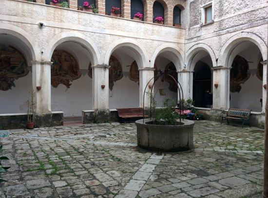 בראצ'יליאנו, איטליה: Chiostro del Convento di San Francesco