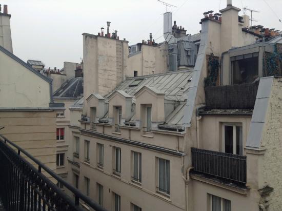 Hotel Central Saint Germain: Vista de la habitación y de la terrza