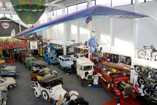 Backbarrow, UK: Photo of the main exhibition hall at Lakeland Motor Museum