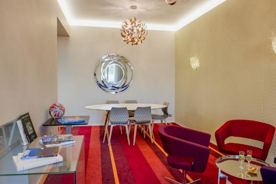 Salon mezzanine - Picture of Le Chateaubriant, Chateaubriant ...