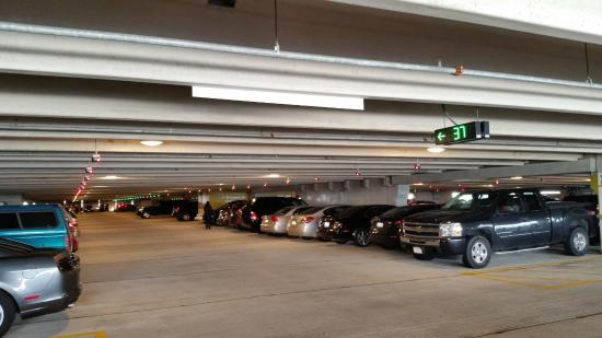 Fancy Parking , Picture of Fashion Outlets of Chicago