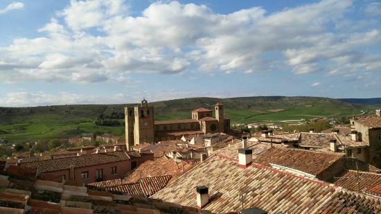 Hospederia Portacoeli: Vistas desde la casa del Doncel (junto a la hospederia)