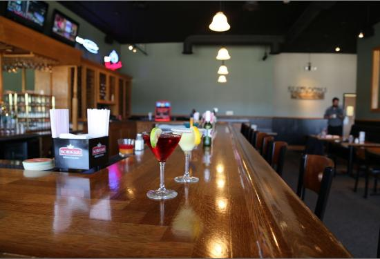 Geneseo, إلينوي: We invite you to come in for a relaxing drink.