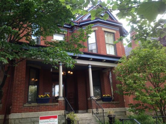 Neil Avenue Bed and Breakfast: Nice old 1893 home turned BnB