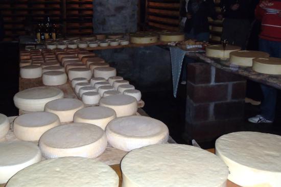 Ayas, Italia: La cantina dei formaggi