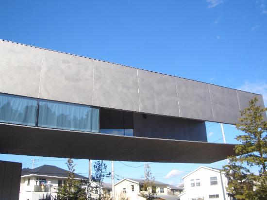 Hoki Museum: 外から見なければわからない不思議な構造