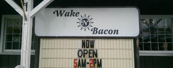 ‪Wake N Bacon‬