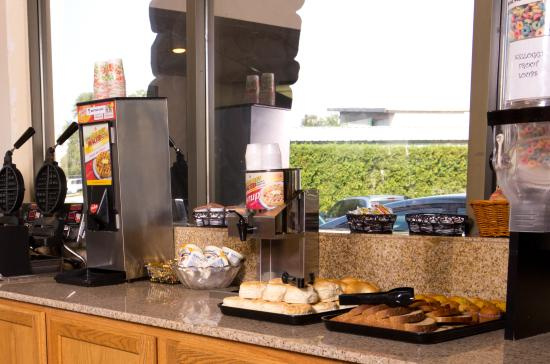 Cedars Inn Hotel: Breakfast Buffet