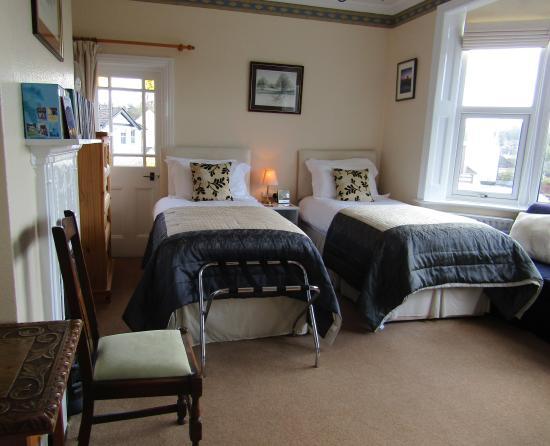 Fernhead Guest House: Allen Room