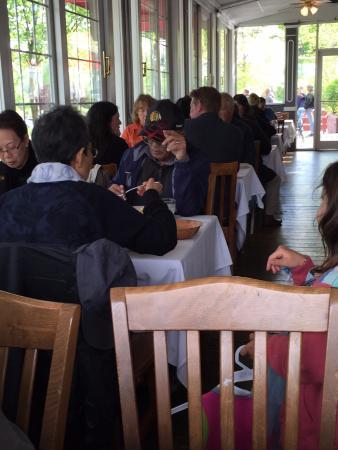 Kingston, Nowy Jork: busy tables