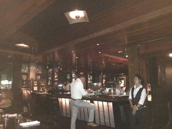 Siam Supper Club: スタッフのサービスはてきぱきしている。白人スタッフのマナーが良い。