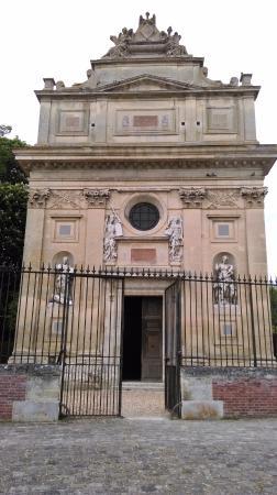 Chateau d'Anet: L'entrée du tombeau