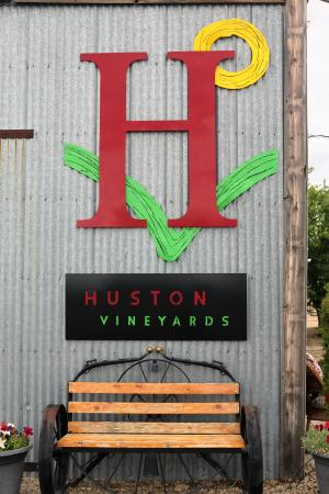 Huston Vineyards 사진