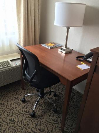 Days Inn Detroit Metropolitan Airport: Renovated Rooms as of 5/17/16!
