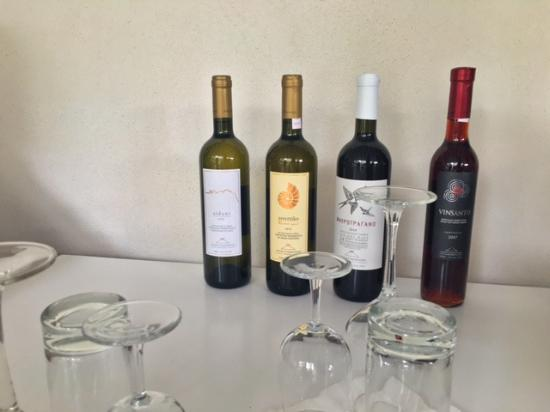 Exo Gonia, Hellas: Two whites, a red, and a Vin Santo