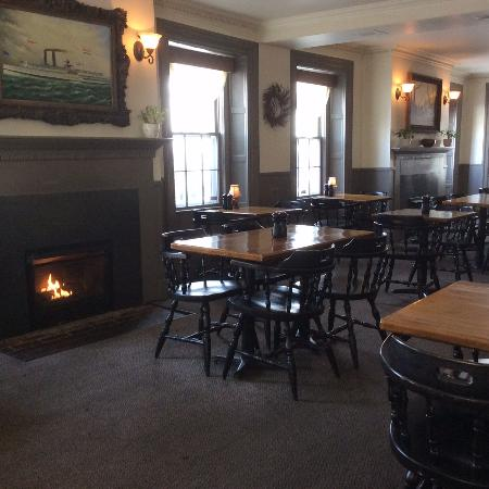 Grafton, MA: Restaurant with working fireplaces