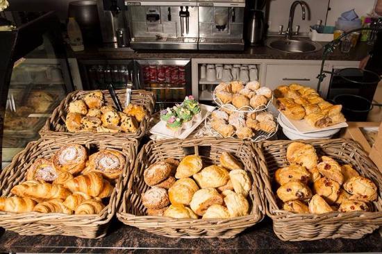 Dungarvan, Ierland: counter at breakfast !!