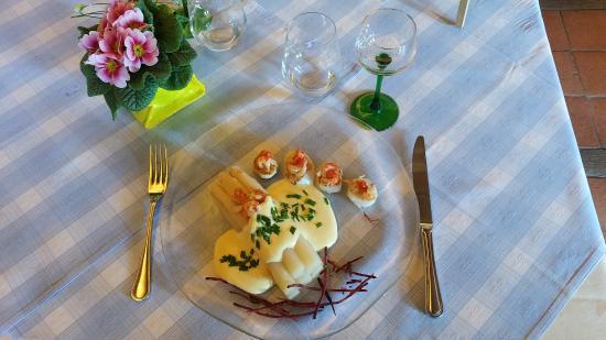 Au Soleil- hotel et restaurant : Les spécialités aux asperges d'Alsace