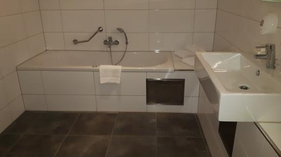 https://media-cdn.tripadvisor.com/media/photo-s/0b/4b/9d/e0/badkamer-met-douche-en.jpg