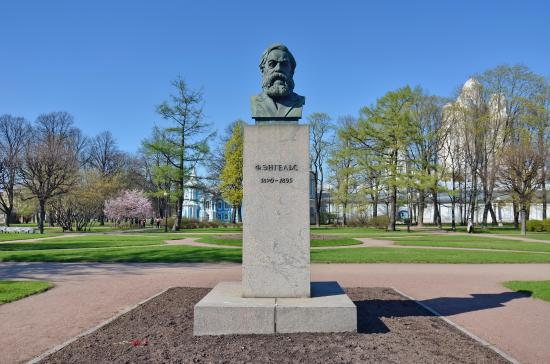 Bust of Friedrich Engels