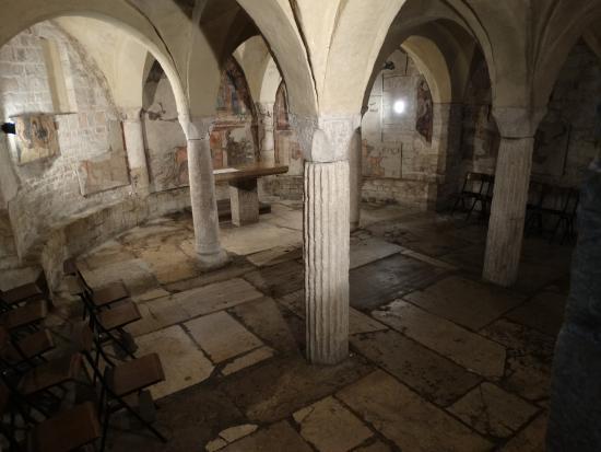 Chiesa Di Sant'ansano E Cripta Di Sant'isacco: cripta di Sant'Isacco con colonne di reimpiego